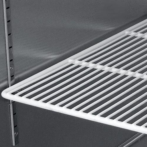 003 1 Congelador vertical con 1 puerta sólida , 3 parrillas plastificadas y un volumen interior de 14 ft3.