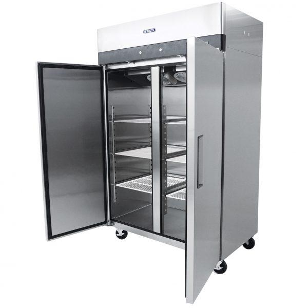 021 1 Congelador vertical con 2 puertas solidas, 6 parrillas plastificadas y un volumen interior de 47 ft³