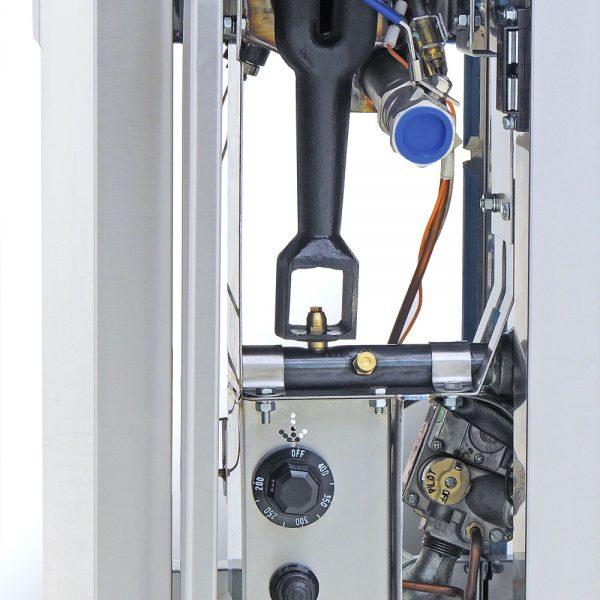 353 Freidora TURBO-6.5-1Q PETIT. De Piso Fabricada Totalmente en Lamina de Acero Inoxidable Tipo 430. A Gas. Encendido Electrónico capacidad de 6.5 litros. 2 Canastillas y un potente Quemador de recuperación inmediata y Termostato.   Termostato con rango de temperatura de 100 a 220° c  1 parrilla de alambrón niquelado para captar residuos.  Medidas exteriores totales:  Frente: 0.320 m  Fondo: 0.630 m  Alto: 0.960 m
