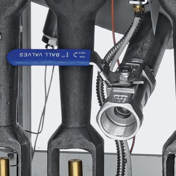 383 Freidora TURBO-12.5-3Q PETIT. De Piso Fabricada Totalmente en Lamina de Acero Inoxidable Tipo 430. A Gas. Encendido Electrónico capacidad de 12.5 litros. 2 Canastillas, 3 Quemadores de recuperación inmediata y Termostato. Termostato con rango de temperatura de 100 a 220° c 1 parrilla de alambrón niquelado para captar residuos. Medidas exteriores totales: Frente: 0.390 m Fondo: 0.630 m Alto: 0.960 m