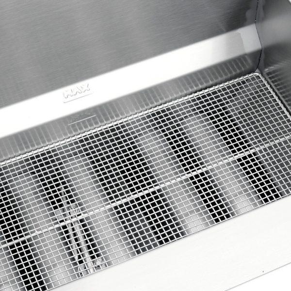 432 Freidora TURBO-19-5Q PETIT. De Piso Fabricada Totalmente en Lamina de Acero Inoxidable Tipo 430. A Gas. Encendido Electrónico capacidad de 19 litros. 2 Canastillas, 5 Quemadores de recuperación inmediata y Termostato.   Termostato con rango de temperatura de 100 a 220° c  1 parrilla de alambrón niquelado para captar residuos.  Medidas exteriores totales:  Frente: 0.560 m  Fondo: 0.630 m  Alto: 0.960 m