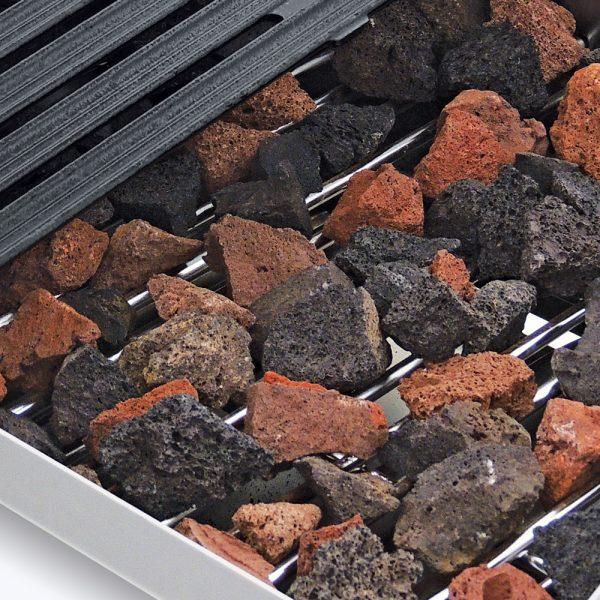 """521 1 Asador ACV-2 MASTER, Fabricado Totalmente en lámina de Acero inoxidable tipo 430, A Gas, con 2 parrillas reversibles área útil frente: 0.580 m, fondo: 0.540 y 1 capa de piedra volcánica refractaria.   2 quemadores tipo """"u"""" en acero inoxidable.  2 charolas para recolección de grasa.  Medidas exteriores totales:  Frente: 0.590 m  Fondo: 0.810 m  Alto: 0.310 m."""