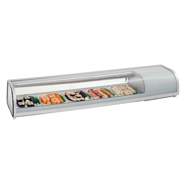 NR RTS52L 1 Vitrina Refrigerada para Sushi NR-RTS52L, también ideal para exhibir productos como Ensaladas y Bocadillos. Con cristal curvo y capacidad para 5 Charolas-Insertos Tercios incluidos. Capacidad de 52 Lts.