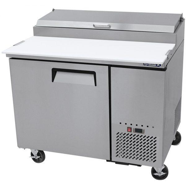 a003 Mesa Preparación de Pizza MRP-112-1P. Mesa refrigerada para preparar pizzas con 1 Puerta sólida e insertos telescópicos para ingredientes.  2 parrillas plastificadas y volúmen interior: 12 ft³ / 340 lt.