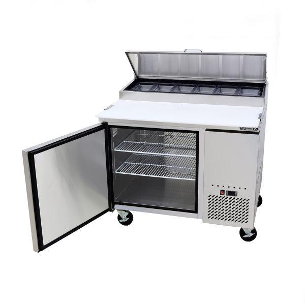a004 Mesa Preparación de Pizza MRP-112-1P. Mesa refrigerada para preparar pizzas con 1 Puerta sólida e insertos telescópicos para ingredientes.  2 parrillas plastificadas y volúmen interior: 12 ft³ / 340 lt.