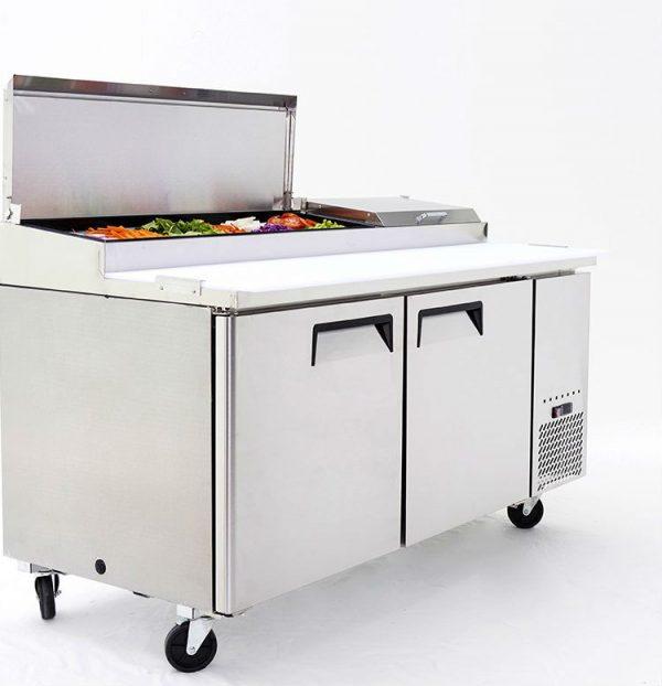 a009 Mesa Preparación de Pizza MRP-170-2P. Mesa refrigerada para preparar pizzas con 2 Puertas sólidas e insertos telescópicos para ingredientes. 4 parrillas plastificadas y volúmen interior: 19 ft³ / 538 lt.