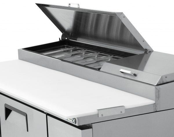 a012 Mesa Preparación de Pizza MRP-170-2P. Mesa refrigerada para preparar pizzas con 2 Puertas sólidas e insertos telescópicos para ingredientes. 4 parrillas plastificadas y volúmen interior: 19 ft³ / 538 lt.