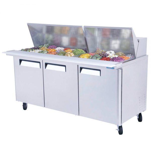 a056 Mesa Refrigerada para prepararsándwichesy ensaladas con 3 Puertas sólidas,3 Parrillas plastificadas y volumen interior: 20ft³