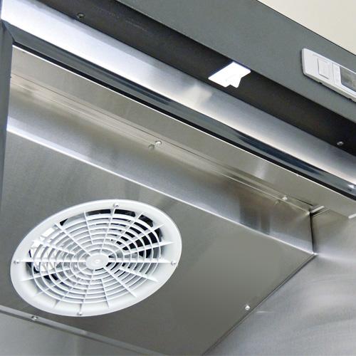 022 Refrigerador vertical de 1 puerta sólida con cerradura, 3 parrillas plastificadas y un volumen interior de 24 Pies Cúbicos