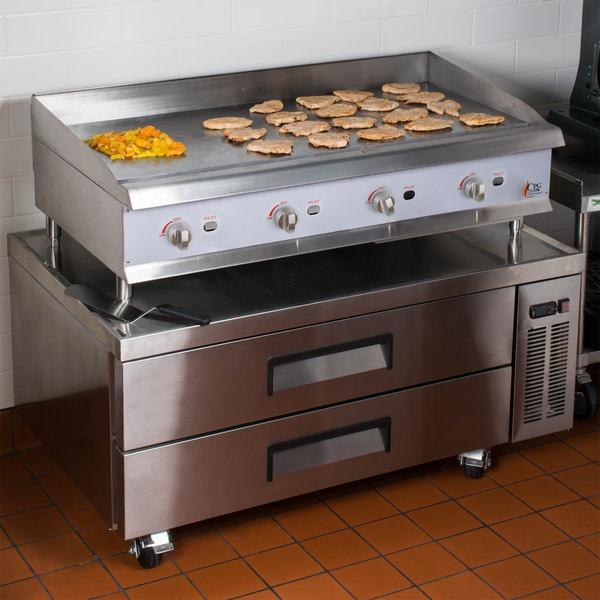 BRS 123 2C ambientado 2 Base refrigerada para colocar equipos de cocción; con 2 cajones y 2 insertos enteros y 3 de 1/6 cada uno.