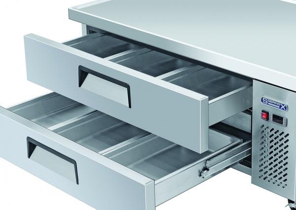 BRS 2C 3 Base refrigerada para colocar equipos de cocción; con 2 cajones y 2 insertos enteros y 3 de 1/6 cada uno.