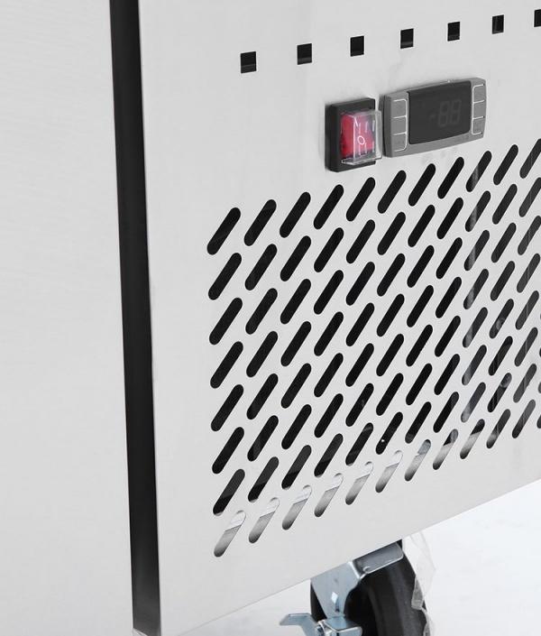 BRS 2C 4 1 Base refrigerada para colocar equipos de cocción; con 2 cajones y 3 insertos enteros cada uno.