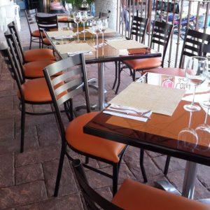silla de acero para restaurante cuadro 600x600 La fortaleza del Acero no tiene porque reñir con la Vistosidad