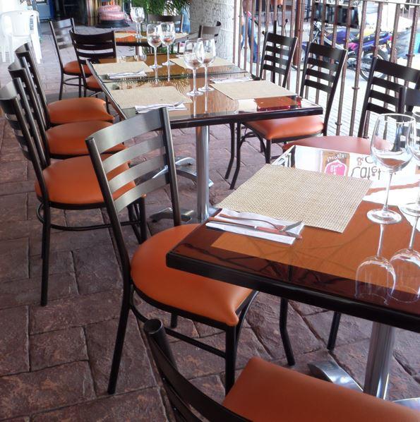 silla de acero para restaurante cuadro La Silla de Acero para Restaurante 2226 se fabrica completamente en Acero y es Terminada en Esmalte Electrostático. Con Asiento acojinado y tapizado en Tela o Vinil. Gracias al práctico y además resistente diseño de esta silla, la hacen de las mas cómodas del Mercado. Los Colores de Estructura y Asiento son a elección del cliente. Esta silla prácticamente se adapta a cualquier ambiente y es Ideal para Restaurantes, Hoteles, Terrazas, Bares, Cafeterías y Comedores Industriales. *Cierta selección de colores en este Modelo para Entrega Inmediata. Regresar a Sillas de Acero