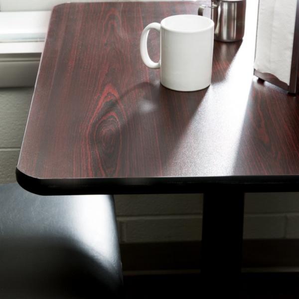 """MECCP AMBIENTADA La Mesa para Restaurante MECCP-TB12 de 80x80 cms, se fabrica en Madera MDF Forrada en Laminado de Formaica. Con canto protector de PVC tipo """"T"""". Su Base es de Cruz de Hierro Fundido con pedestal de Acero Calibre 18 Esmaltado Electrostáticamente. Los Colores de la Formaica y Canto de PVC son a elección del Cliente. Gracias a la sencillez de su línea, La Mesa de Madera para Restaurante MECCP-TB12 es ideal como mesa para comedores industriales y restaurantes minimalistas. Los Colores de la Formaica, Canto de PVC y base Tubular son a elección del Cliente.Para ver estilos y colores de entrega inmediata, haga clic Aquí. Esta Mesa También se fabrica en cualquier otra medida Solicitada. Contáctenos!Regresar a Mesas de Madera"""