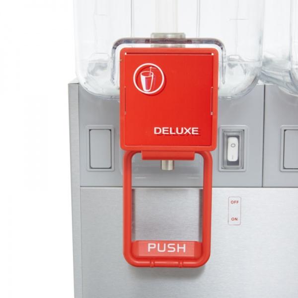 deluxe detalle 1 Dispensador de Bebidas Refrigeradas D12-3 Los enfriadores refrigerados mantienen en continuo movimiento sus bebidas y jugos promoviendo su consumo. También le otorga un mucho mayor margen de utilidad con respecto a las bebidas embotelladas.   Gabinete Fabricado en Acero Inoxidable.  Tres Tazones de 12 lts. de policarbonato de alta resistencia.  Agitación por turbina magnética .  Compresor hermético sellado.  Termostato ajustable.  Nivel de ruido inferior a 70 dB (A).