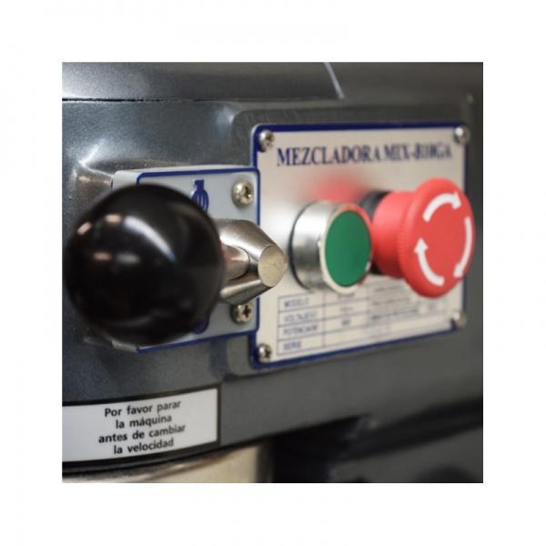 mixb20n detalle2 Batidora Planetaria MIXB10GA 10 Litros. Solida y Estética Estructura de Hierro Vaciado. Acelere la Producción en su Restaurante, Negocio de Repostería, Panadería y Pastelería. Con Transmisión de 3 Velocidades que le permite Mezclar Fácilmente Ingredientes para Platos Principales, Postres y Panes. El Tazón, Mezclador y Guardia de Seguridad son Fabricados en Acero Inoxidable de Grado Alimenticio Profesional.