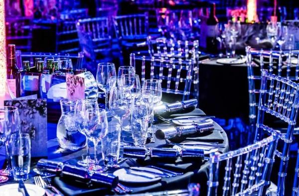 ambiente tiffany clear Silla de Resina Tiffany. Fabricada en Resina de Alta Resistencia. Ideal para Eventos y Banquetes. Colores: Blanca, Oro y Transparente.