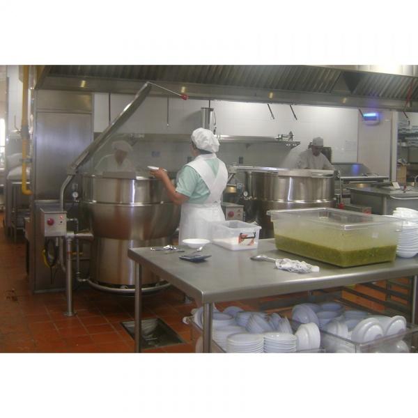 marmitas galeria 1 Marmita de Volteo a Gas MGV Sin Tapa. Las Marmitas son el Equipo ideal para las cocinas Industriales e Institucionales. Diseñadas especialmente para facilitar la preparación de sopas, caldos, salsas y mucho más, en grandes volúmenes. Se fabrica en acero inoxidable tipo 304 bajo las más estrictas normas de calidad. Gracias a esto se constituye como un recipiente seguro y por lo tanto de alta confiabilidad. Se Controla por medio de un termostato manual y válvula de seguridad para gas.La Marmita de Volteo a Gas MGV le ofrece:•Amplitud de Capacidades, desde 80 hasta 320 lts. (Pregunte por capacidades especiales) •Mecanismo de volteo tipo corona sin fin. •Caldereta generadora de su propio vapor. •Cuentan con un interruptor de límite de presión. •Interruptor de bajo nivel de agua en la caldereta. •Válvula de seguridad para vapor en la chaqueta.Regresar a Marmitas Industriales