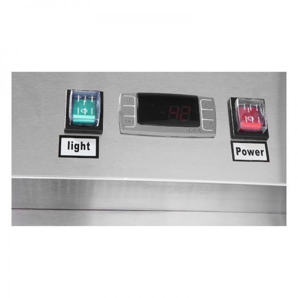 mcf8707gr refrigerador acero cristal galeria 3 Refrigerador Profesional de Acero Inoxidable MCF8605GR con Dos Puertas de Cristal y Capacidad de 43.1 pies cúbicos. Tenga frescos y a la vista sus productos gracias a sus puertas de Cristal.   Unidad compresora de montaje inferior  Construcción de acero inoxidable 430 en exterior e interior  Respaldo en lamina de acero aluminizada  Sistema digital de control de temperatura Dixell  Compresor Embraco de alta resistencia  Cierre automático y de permanencia abierta  Capacidad 44.7 pies cúbicos.  Dimensiones:   1.314 m frente  0.800 m fondo  2.065 m alto