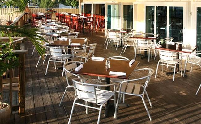 Mesas y Sillas para Exteriores de Restaurante ambientado